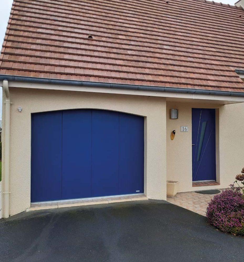 porte de garage coulissante bleu