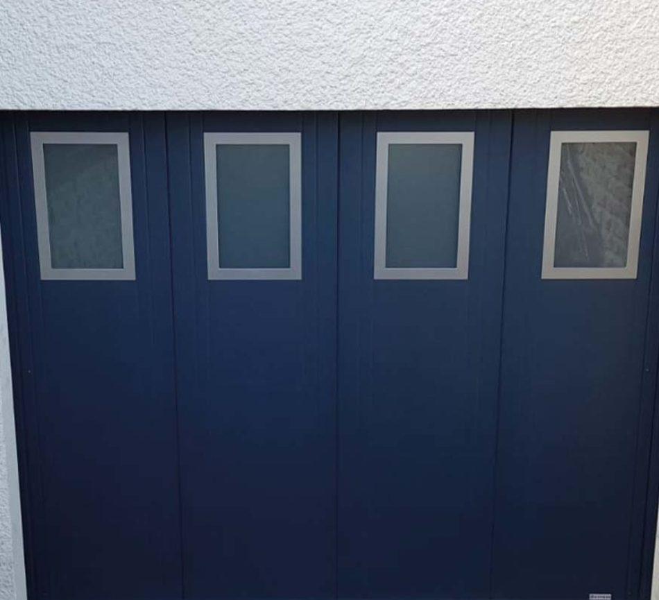 porte de garage coulissante bleu fonce